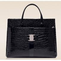 Черна дамска лачена чанта