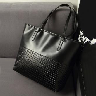 Класическа дамска чанта в черно или червено