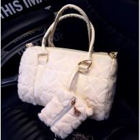 Мръсно бяла велурена дамска чанта