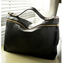 Класическа черна дамска чанта със страничен цип