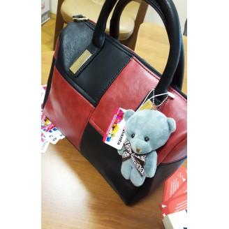 Дамска чанта с черни и червени квадрати