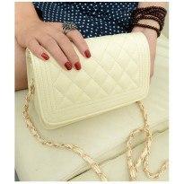 Бяла или черна дамска чанта от еко кожа